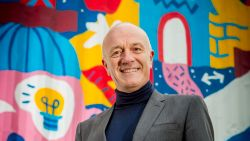 """Geert Hoste vertelt voor het eerst over zichzelf: """"Mijn carrière is op straat begonnen, in armoede"""""""