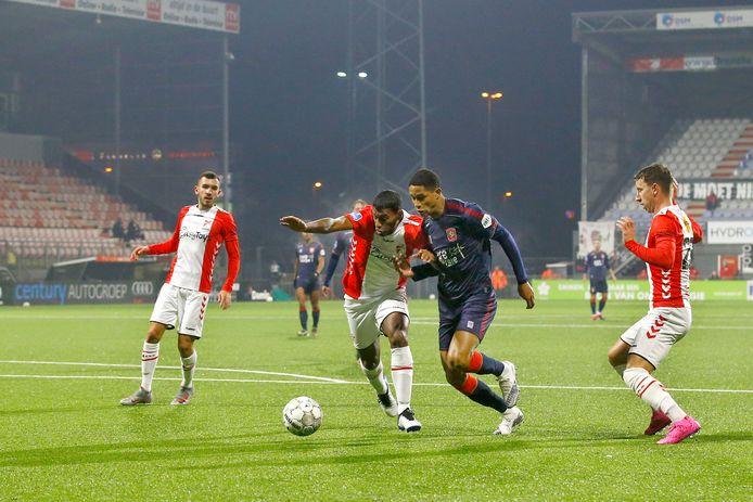 Jayden Oosterwolde was met twee assists belangrijk voor FC Twente.