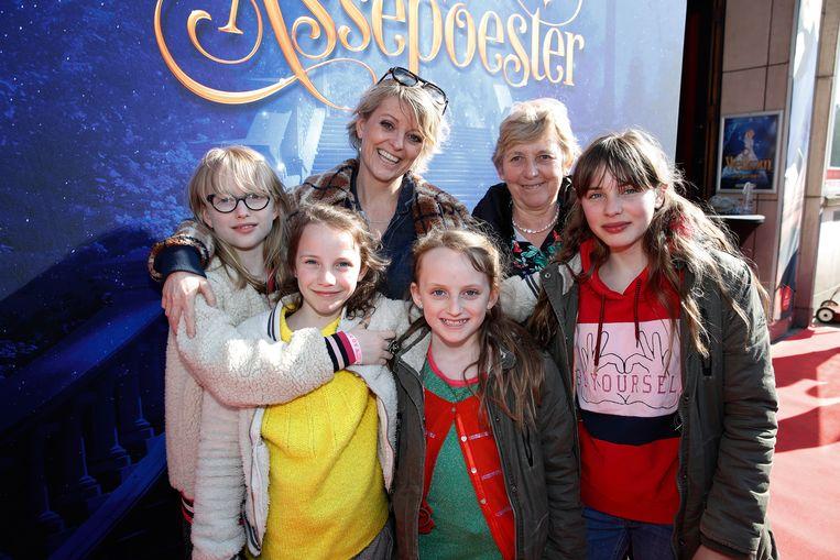 Els Beatse nam haar dochters, Pippa en Liloe, en haar nichtjes, Floor en Eva, mee naar de voorstelling.