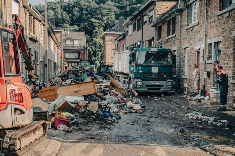 Ravage in Pepinster. In het geval van zulke 'flash floods' gaat een schot niet helpen, zeggen experts.  Beeld © Stefaan Temmerman