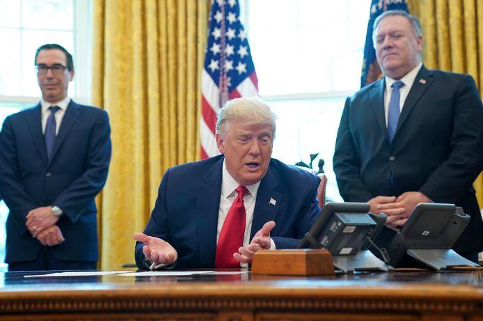 De Amerikaanse president Trump, eerder vandaag, in de Oval Office tijdens een conference call met de leiders van Israël en Soedan.