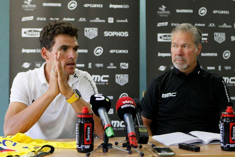 Greg Van Avermaet en Jim Ochowicz delen hun toekomstplannen mee tijdens de rustdag van de Tour in Aix-les-Bains. Beeld Photo News