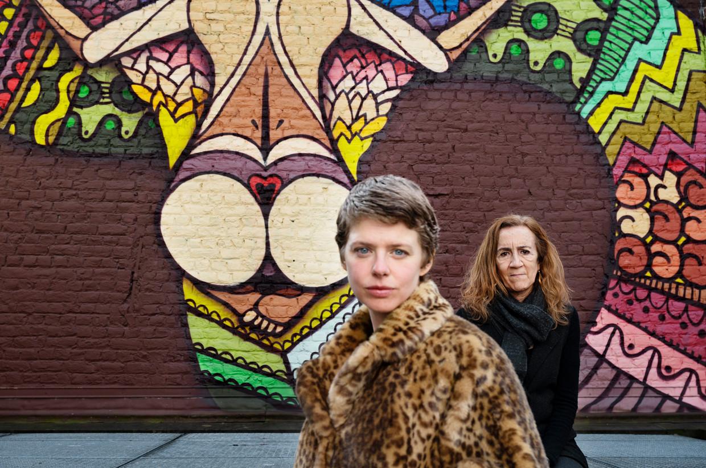 Maaike Neuville, actrice, en Carme Portaceli, regisseur, werken samen aan de voorstelling 'Bovary'. Beeld Moa Karlberg
