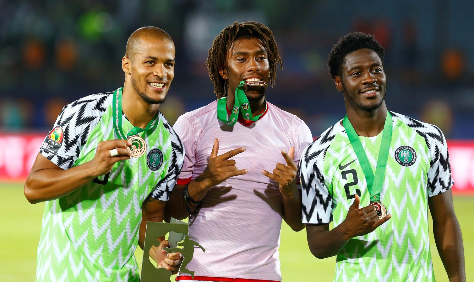Alex Iwobi, hier in het midden tussen William Troost-Ekong en Ola Aina, werd afgelopen maand derde op de Afrika Cup met Nigeria.