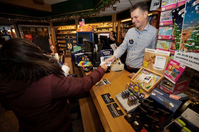 Paul Dillen in zijn winkel op een foto uit december 2019.