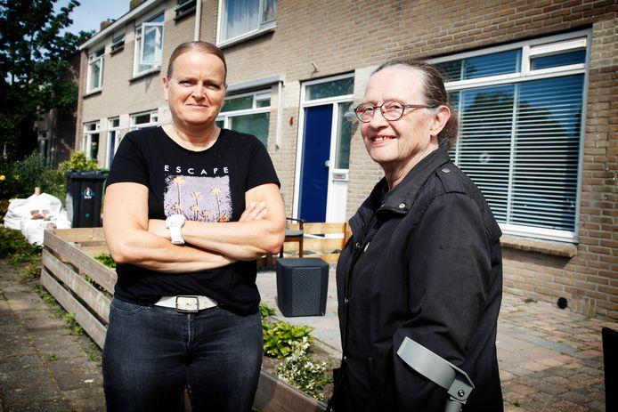 Bianca (51) en Veronique (73) uit Maarssen zijn allebei aangevallen door de terrorkraai die hun buurt onveilig maakt.