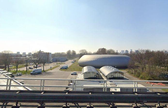 Het drinkwaterproductiebedrijf van Evides naast de Van Brienenoordbrug is het middelpunt geworden van een ruzie tussen Wim Quist en waterbedrijf Evides