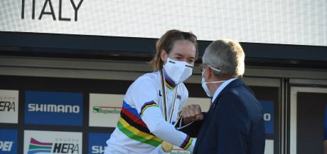 Tour en WK inspireren IOC-baas Bach: 'Geeft sport veel zelfvertrouwen'