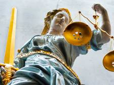 OM eist tot vijf jaar cel tegen breinen achter brute overvallen telecomwinkels Almere