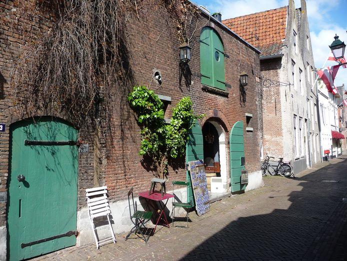 La Folie Antiek in de Uilenburg in Den Bosch.  Op de eerste verdieping vestigt zich Bierbrouwer Boegbeeld