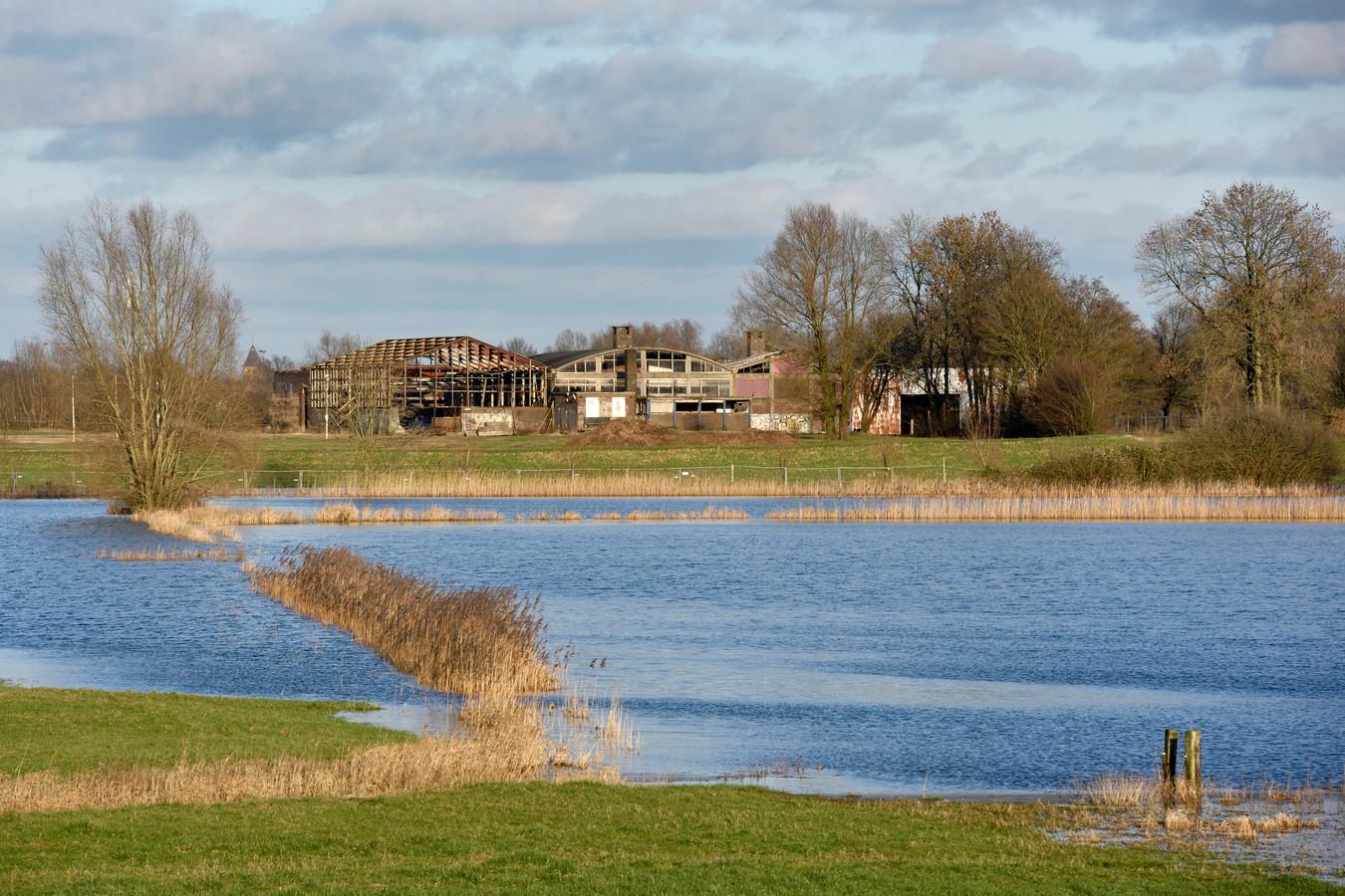 Ondergelopen weilanden langs de IJssel, dat zal vaker gaan gebeuren. De boeren  staan daar niet bij te juichen. Archieffoto Gerard Burgers