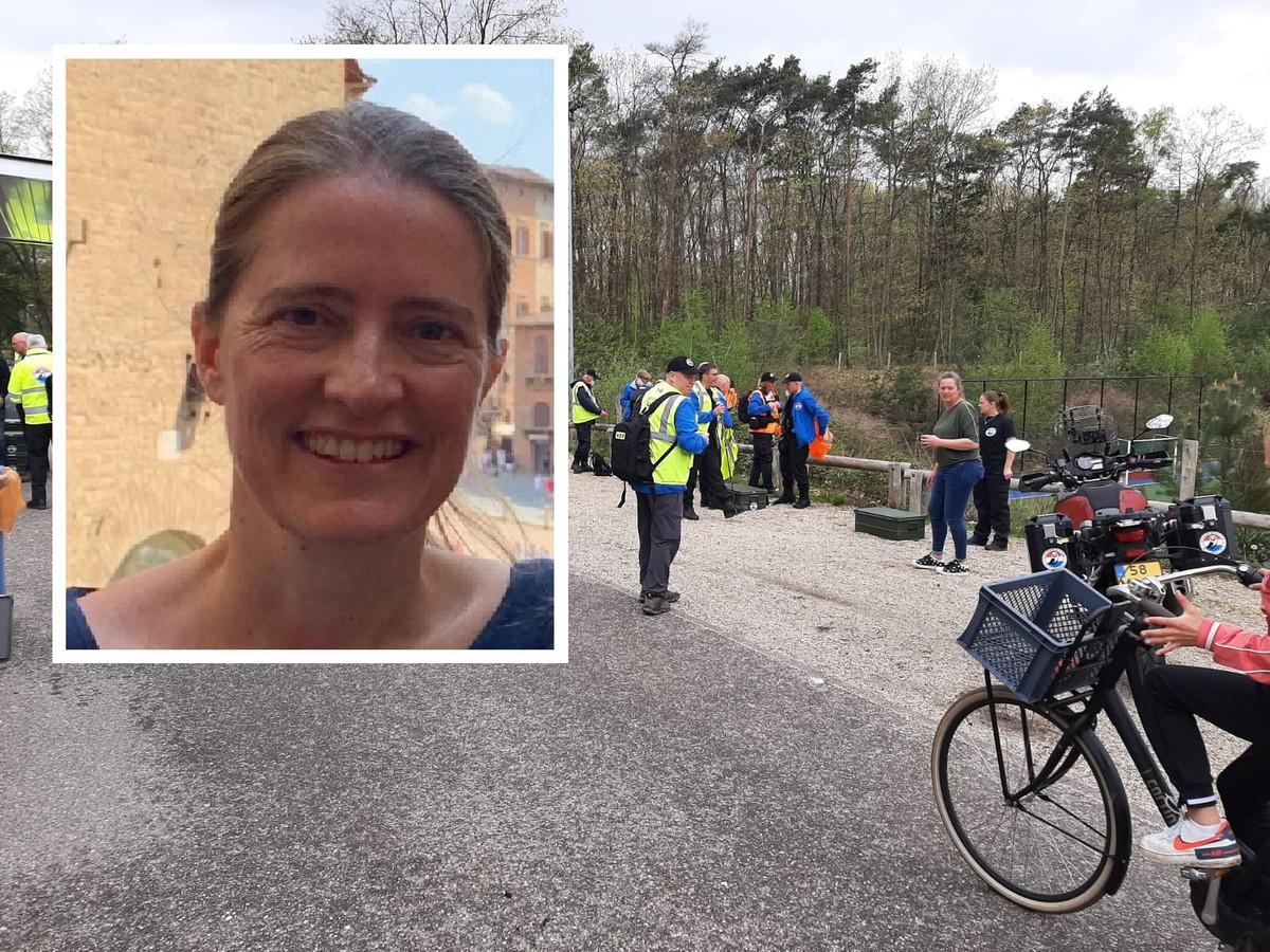 De politie zocht met het Veteranen Search Team in het bos bij Zeist de vermiste Kim Roording.