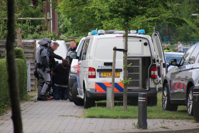 De arrestatie van de mogelijke verdachte van de steekpartij in Emmeloord.