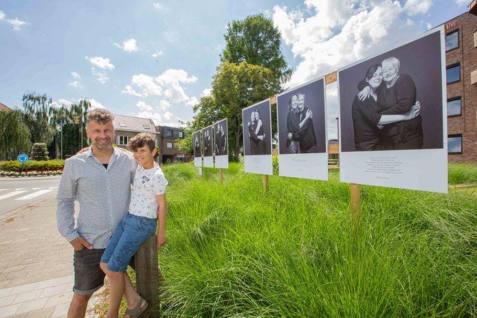 Fotograaf Kurt Van Strijthem met zoontje Tuur op  één van de locaties waar de portretten te bewonderen zijn.