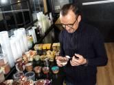 """""""Dit is gewoon een blok gelatine"""": topchef Luc Bellings proeft en pimpt 20 desserts uit de supermarkt"""