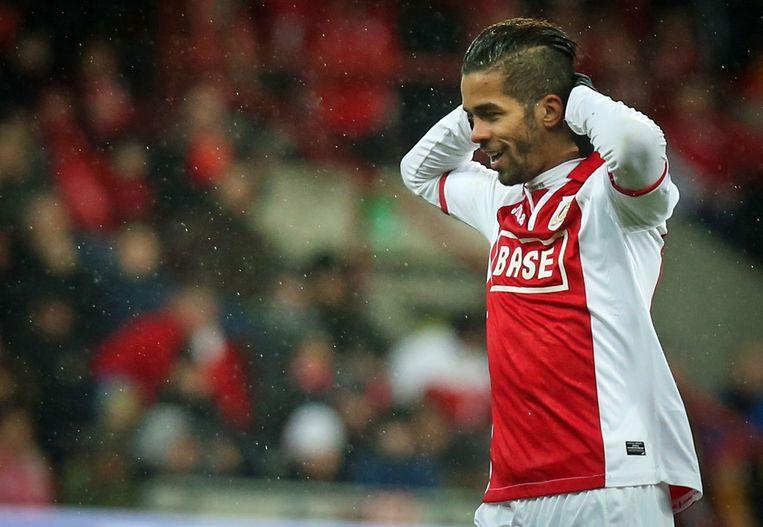 Mehdi Carcela in het shirt van Standard.