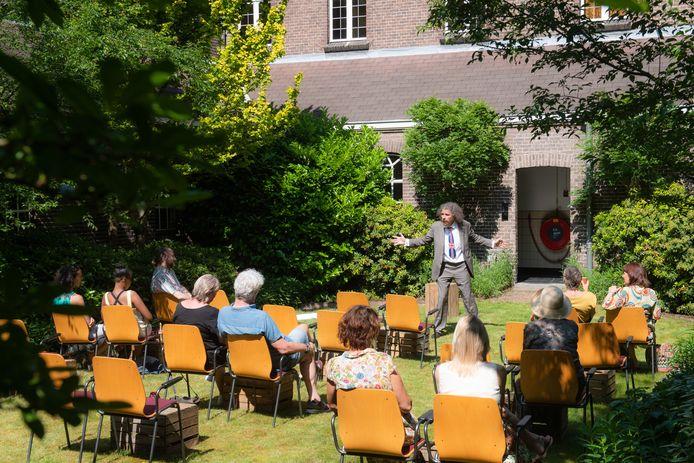 Onder de noemer Bard in the Yard was woensdag de eerste voorstelling.