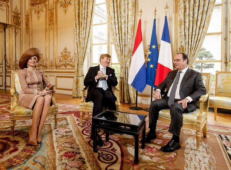 Willem-Alexander, Máxima en Hollande in de ontvangstkamer van het Elysée. Beeld epa