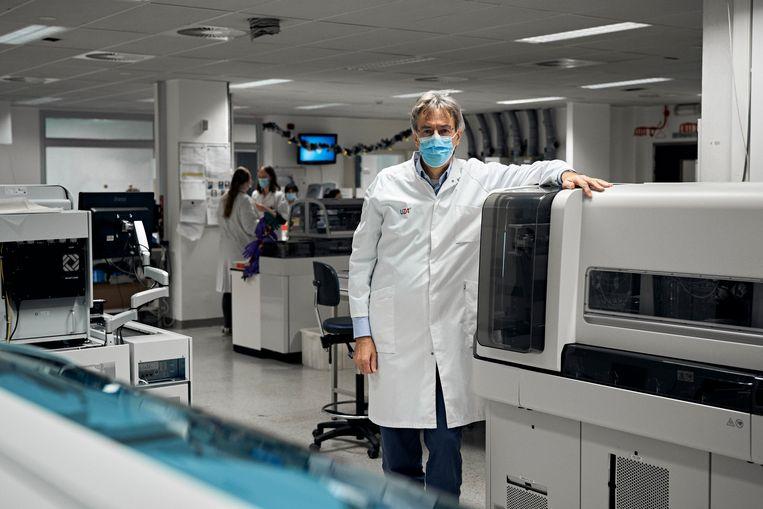 Herman Goossens in 'zijn' UZ Antwerpen. Beeld Thomas Nolf