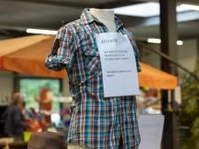 Knipterreur in kringloopwinkels: mensen nemen niet de kleding, maar alleen de logo's mee