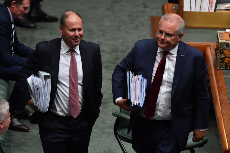 Minister van financiën Josh Frydenberg en premier Scott Morrison donderdag in het Australische parlement.  Beeld Getty Images