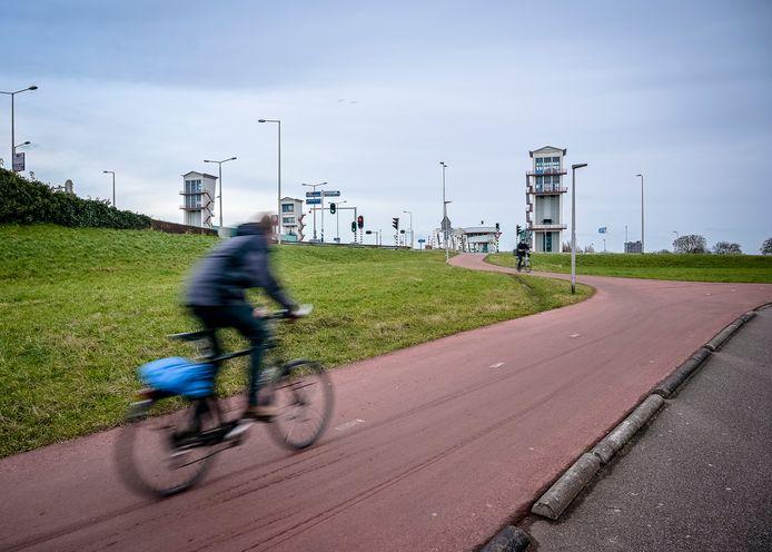 De snelfietsroute moet verlichting bieden aan de drukte op de Algeracorridor.