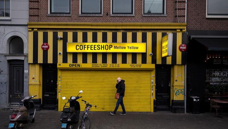 Ook Mellow Yellow, de eerste coffeeshop van Amsterdam, moet dicht. De zaak begon ooit aan de Weesperzijde, maar huist tegenwoordig op de Vijzelgracht. Beeld Rink Hof