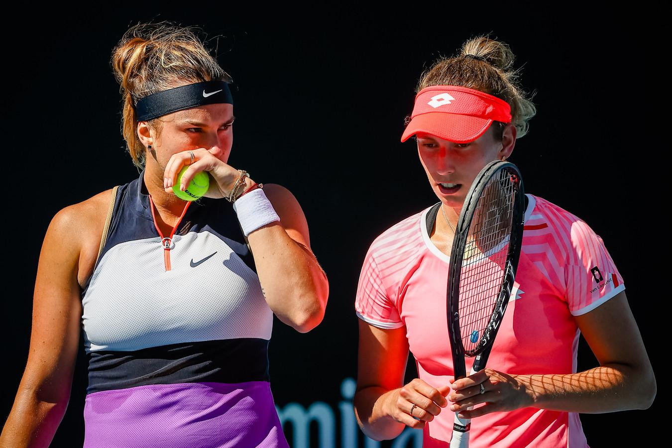 Aryna Sabalenka (L) en Elise Mertens.