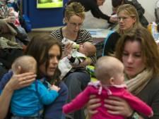 Kind troosten bij prik verergert stress, 'stoer' zeggen helpt wel