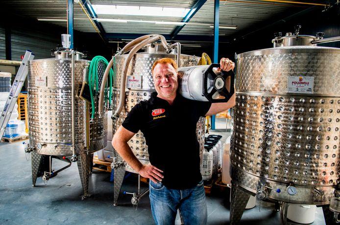 Richard Spierdijk van SpierBier is met zijn brouwerij verhuisd naar de Constructieweg in Mijdrecht.