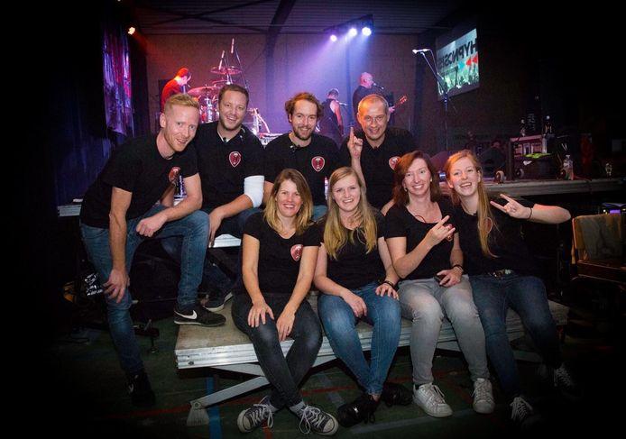 De werkgroep achter Minirock bij de vorige editie in 2019, bij het optreden van The Kids