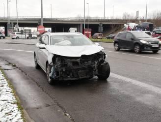 Ongeval aan op- en afritten Oudenaardsesteenweg: één gewonde en verkeerschaos