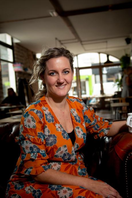 Eva uit Apeldoorn heeft borstkanker gen: 'Ik dacht, wat ben ik blij dat ik mijn borsten nog héb!'