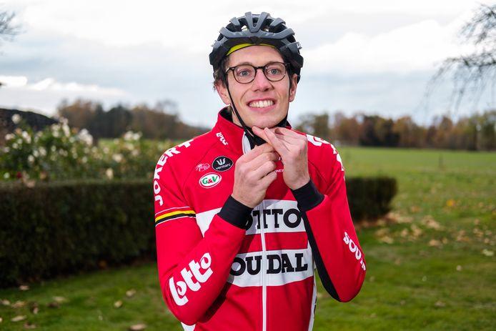 Wielrenner Stig Broeckx gaat opnieuw fieten nadat hij een jaar in coma heeft gelegen na een ongeval.