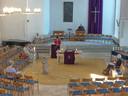 In de Bergkerk in Amersfoort luisteren normaal gesproken tweehonderd gelovigen, nu slechts een handjevol.