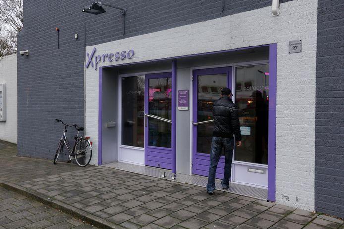 Coffeeshop Xpresso in Zwijndrecht is nu gesloten. De eigenaar wordt verdacht van fraude.