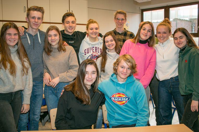 Samen in één klas: Storm en Ciara (vooraan), in de school Portus Berkenboom in Sint-Niklaas.