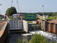 Nieuwe stuwen in Soestwetering bij Wijhe moet waterpeil weer kwart eeuw beheersbaar houden