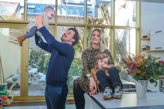 Ann Butaye met haar zoon Jools, dochter Lee en verloofde Thomas.