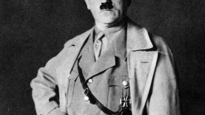 Als Hitler verklede schooljongen wint prijs in bijzijn van Joodse kinderen