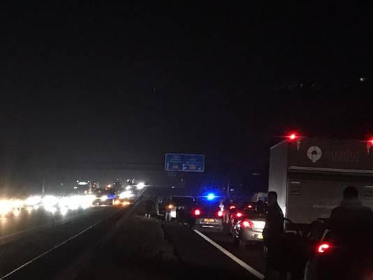 File op A35 bij Wierden in de vroege ochtendspits van 4 december. Er vielen twee gewonden.