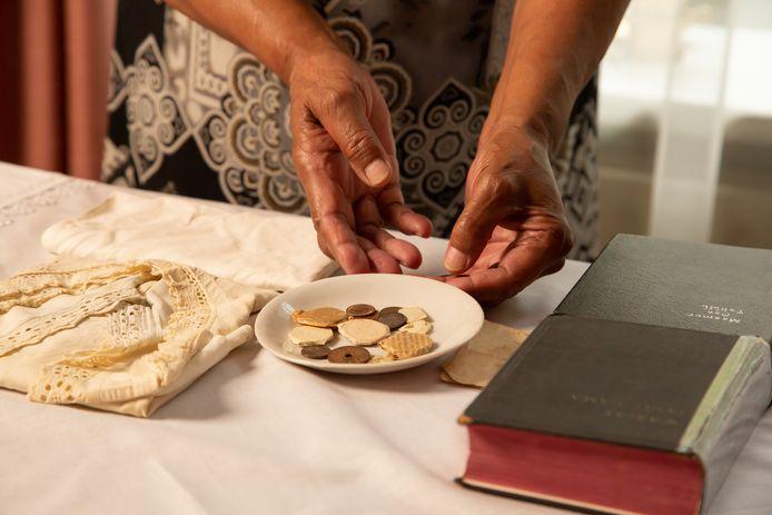 Deze zogeheten piring natzar staat bij veel Molukse gezinnen thuis, maar is eigenlijk een heidens object.