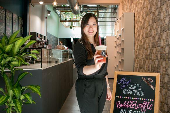 Sue Hau in haar Boba Eetcafé, met de intussen populaire bubble thee.
