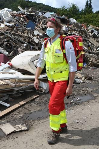 """In het spoor van de Rode Kruis-vrijwilligers die hun vrije tijd opofferen om te helpen: """"Elektriciteit is er nog steeds niet"""""""