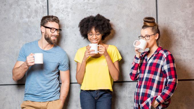 Roddelen aan de koffieautomaat en meer dingen die we allemaal verkeerd doen op het werk