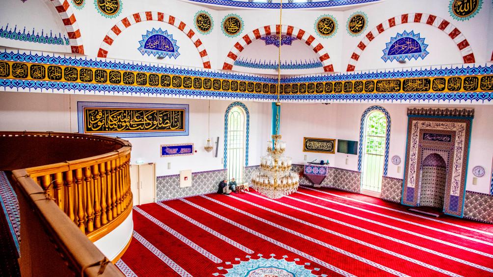 Moskee bidt voor doodgeschoten Humeyra Öz (16)