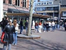 Dolle vreugde bij heropening terrassen in Twente: 'Mensen, het eerste rondje is van het huis!'