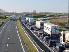 Ongeluk met drie auto's op A58 bij Oirschot, vertraging liep op tot een uur