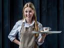 Kiki Stip (15), serveerster bij restaurant Klein Zwitserland.