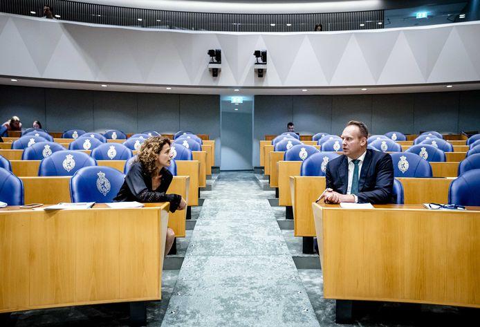 Sophie Hermans (VVD) en Pieter Heerma (CDA) tijdens een schorsing van de Algemene Politieke Beschouwingen, deze week.